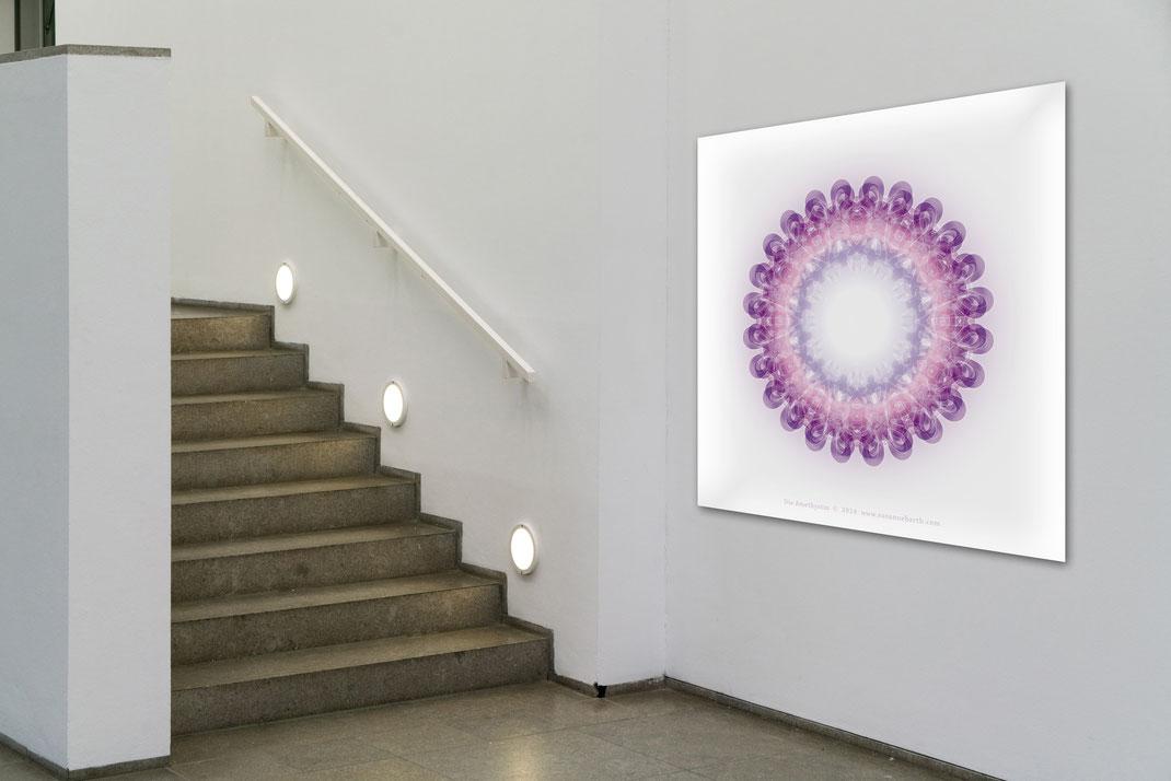 """Lebendiger Kristall """"Die Amethystin"""" © Susanne Barth - in einem öffentlichen Raum. Hier eine Montage mit Foto: Moose by Icons8"""