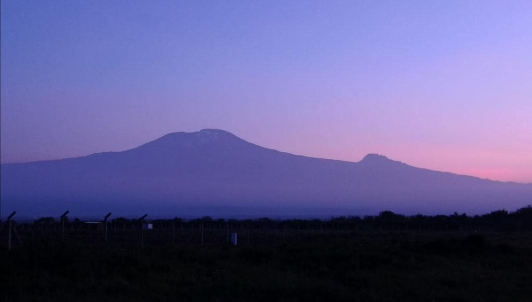Kilimanjaro Massiv mit Kibo und Mavenzi