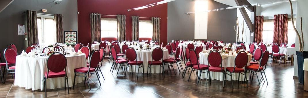 Salle de réception tables rondes version banquet