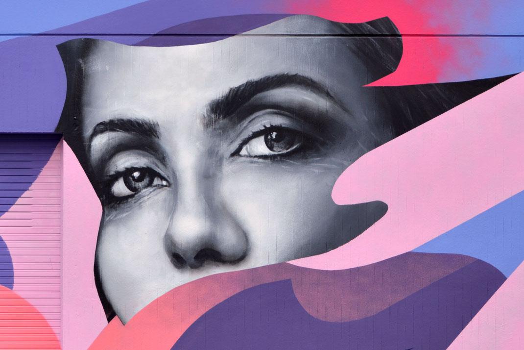 graffmatt octobre rose campagne de lutte contre le cancer du sein fresque murale streetart savoie hopital aix-les-bains chambéry rhones-alpes auvergnes peinture murale femmes streetart graffiti art