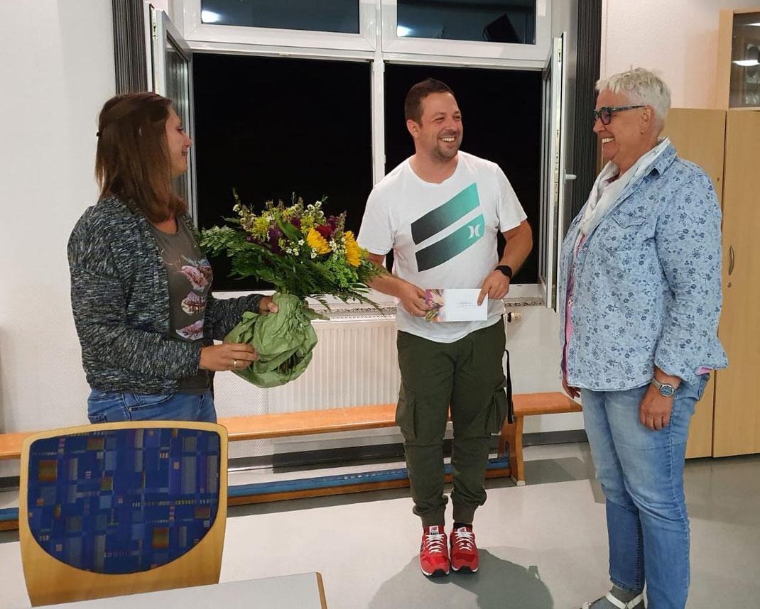 Florian Seelig und Stefanie Gärtner verabschieden Christiane Jäger und bedankten sich für ihre fast 30-jährige aktive Mitarbeit im Vorstand und als Abteilungsleiterin..