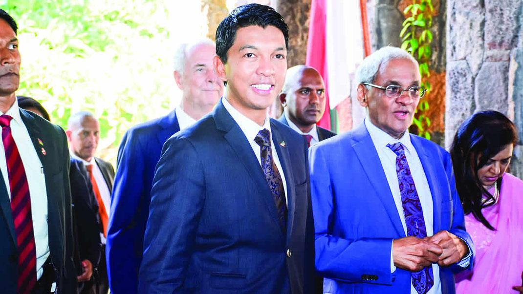 Le président malgache, Andry Rajoelina et Vishnu Lutchmeenaraidoo, le ministre mauricien des affaires étrangères