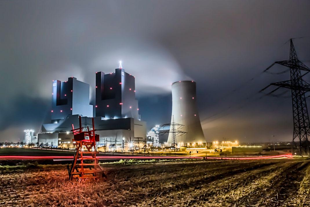 Lichtspuren am RWE Kraftwerk Neurath