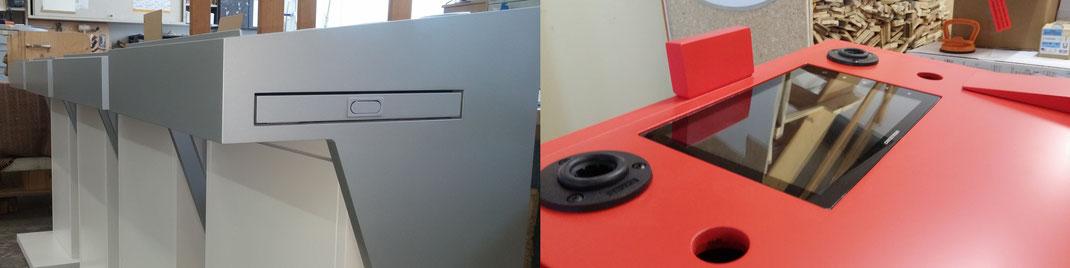 Dieses Picture zeigt ein Rednerpult, dass einen Monitor integriert hat.