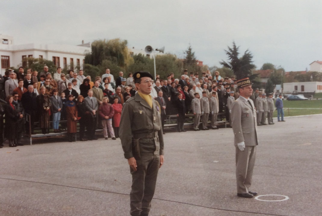 Le général PREVOST, commandant la 51ème D.M.T., vient de confier le commandement au LCL COMPARAT.