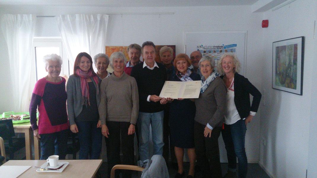 """Das Team der Seniorenpaten bei der Verleihung der Urkunden """"München dankt!"""" im November 2016"""