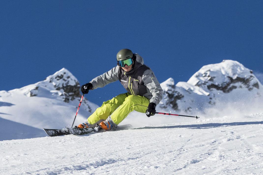 Daniel Dieterich testet am Grasjoch im Skigebiet Silvretta Montafon die neune Alpin Ski von Majesty Ski der Saison 18-19
