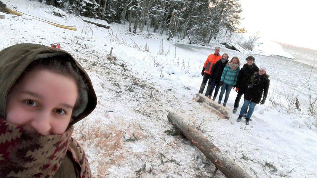 Begrüßung im Schnee:  Raphaela Polk, P. Philip Geister, Anne Hemken, Maris Lohmöller, Marcel Fischer und Anna Nick