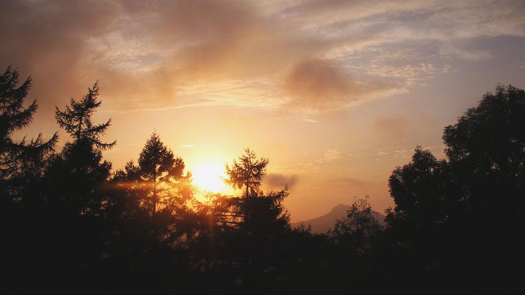 bigousteppes espagne coucher soleil ciel sapin montagnes