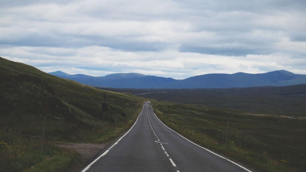 bigousteppes écosse highlands  route camion mercedes