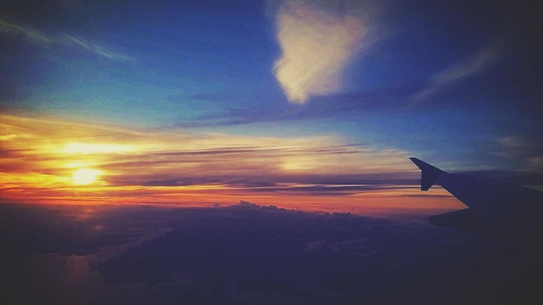 ciel avion coucher de soleil