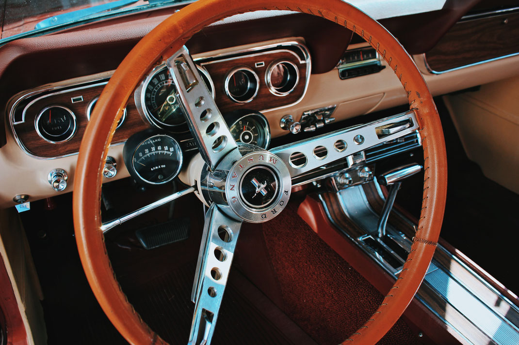 fahrzeug fotografie fahrzeugfotografie automobil oldtimer sinsheim heilbronn fotograf auto mustang ford cognac leder