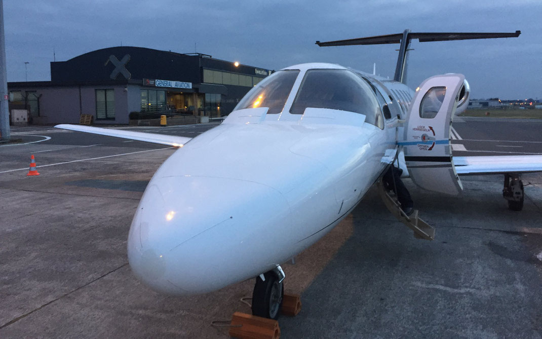 Arrivée au terminal d'aviation d'affaires à Bruxelles du 2ème vol solidaire organisé par Jet Solidaire le 1er mars 2018.