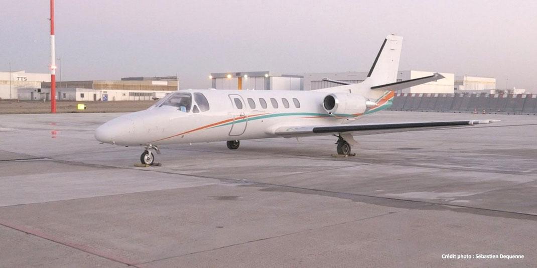 Un Cessna Citation II quelques instants avant son départ pour un vol solidaire