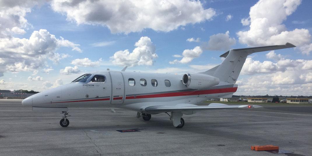 Le Phenom 100 d'Embraer est un avion qui permet d'obtenir des prix très compétitifs.