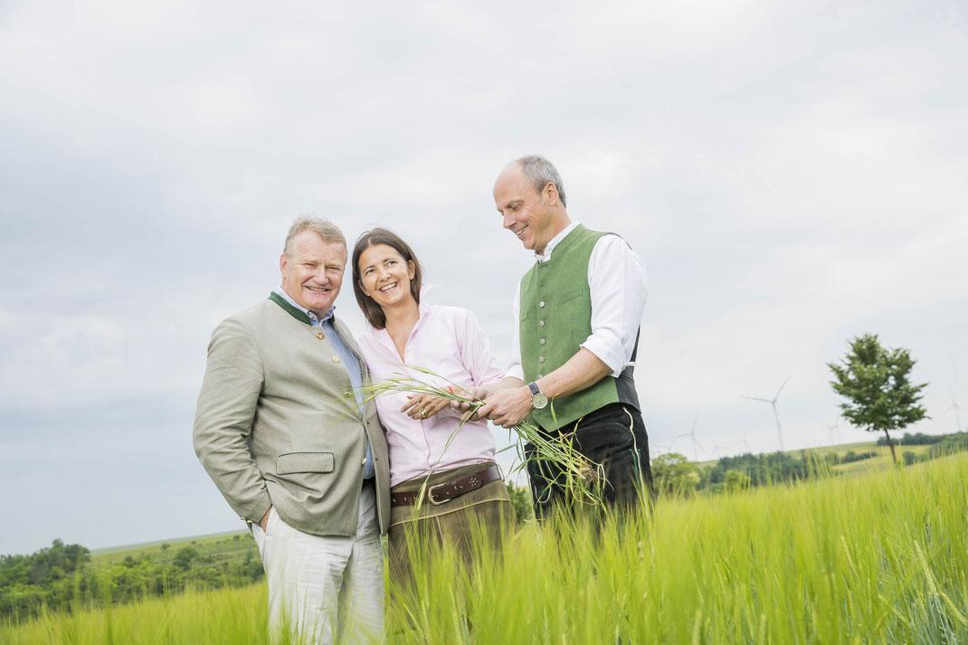 Familie Kiener im Bild mit Chefbraumeister Pöpperl
