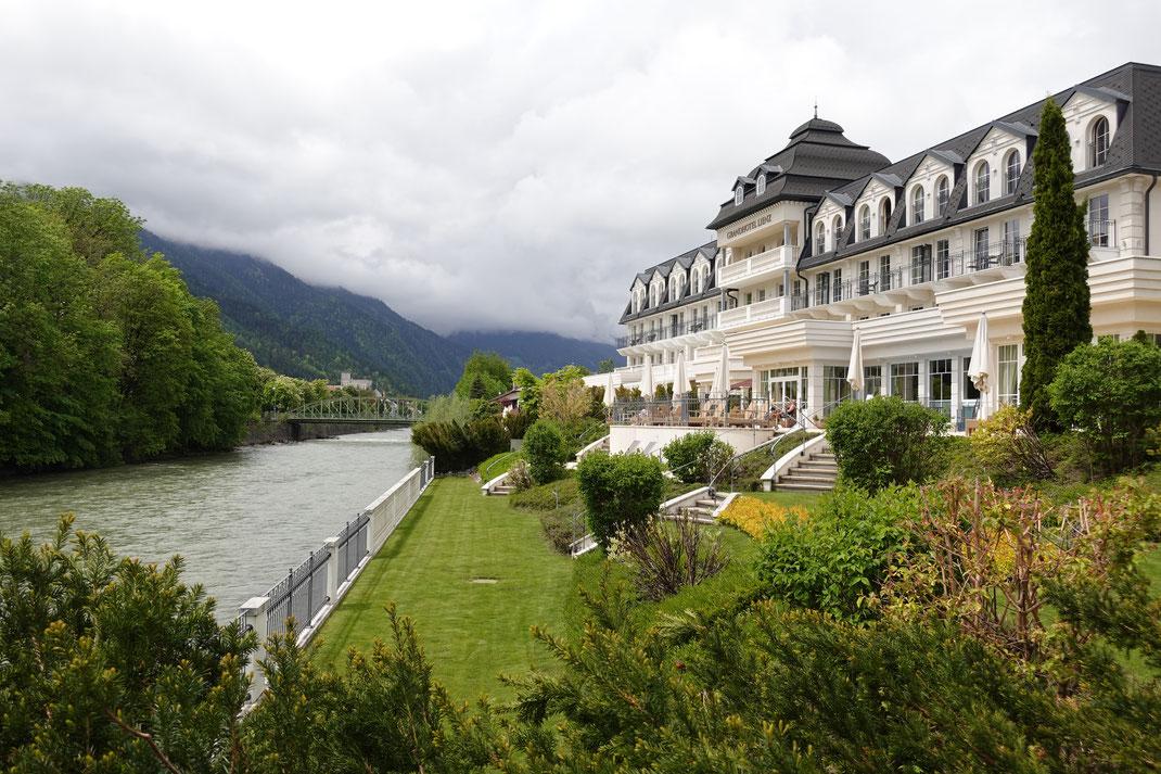 Das Grand Hotel Lienz - und das Schloss Bruck im Hintergrund links.