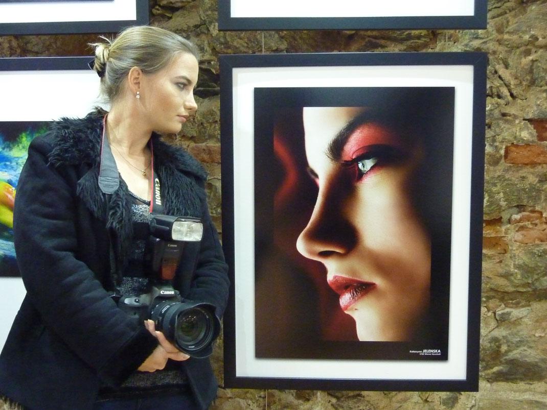 """Jubiläumsausstellung """"180 Jahre Fotografie"""" (Schallaburg) Künstlerin und ihr Bild"""