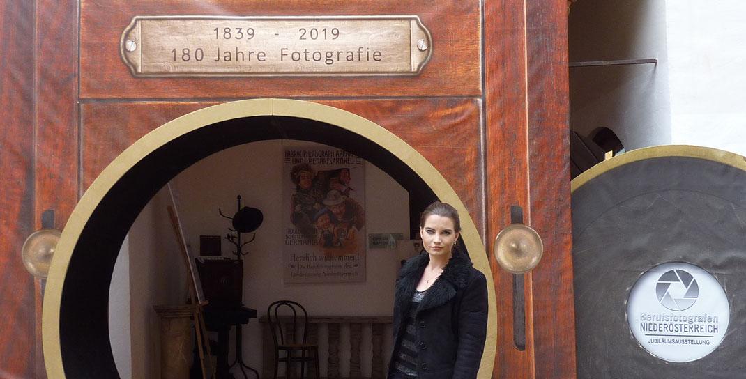 """Jubiläumsausstellung """"180 Jahre Fotografie"""" (Schallaburg)"""