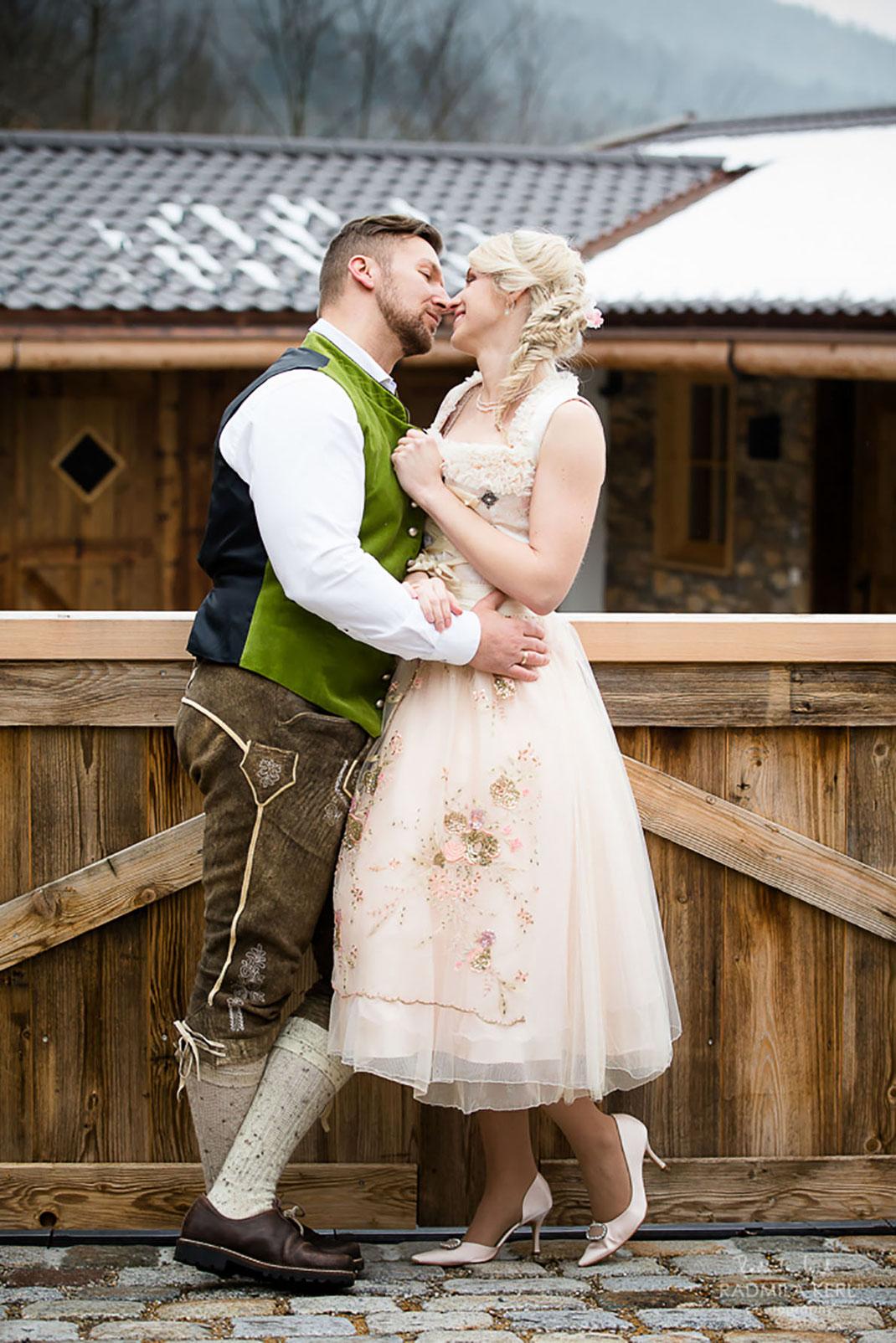 Hochzeitsdirndl aus Tegernsee von Dirndleria® by Tali Amoo erhältlich bei Brautmoden Tegernsee