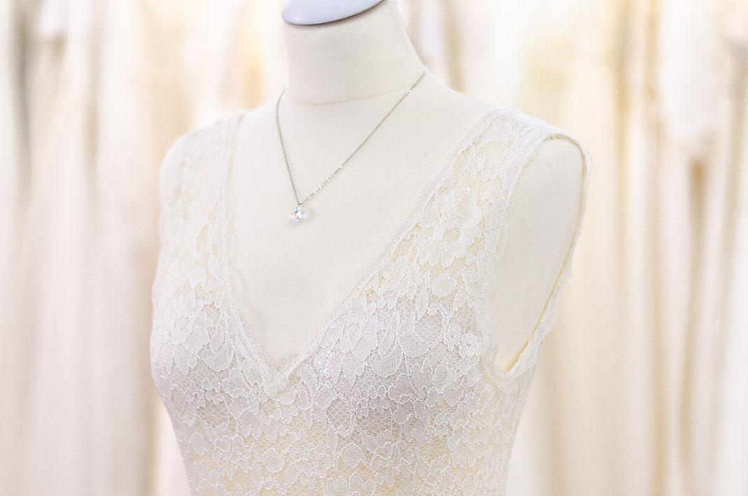 Handgefertigtes Brautkleid der Designerin Tali Amoo. Whispers of love by Tali Amoo.