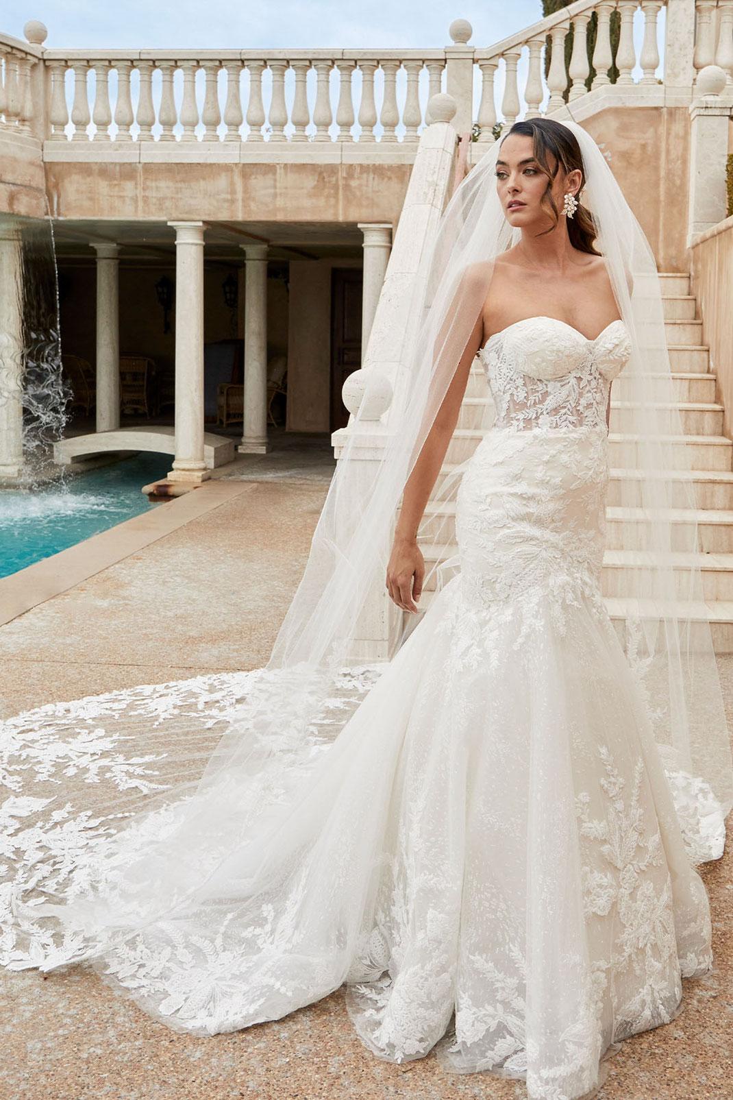 Brautkleid Style 2450 aus der Casablanca Bridal Kollektion 2022 erhältlich bei Brautmoden Tegernsee