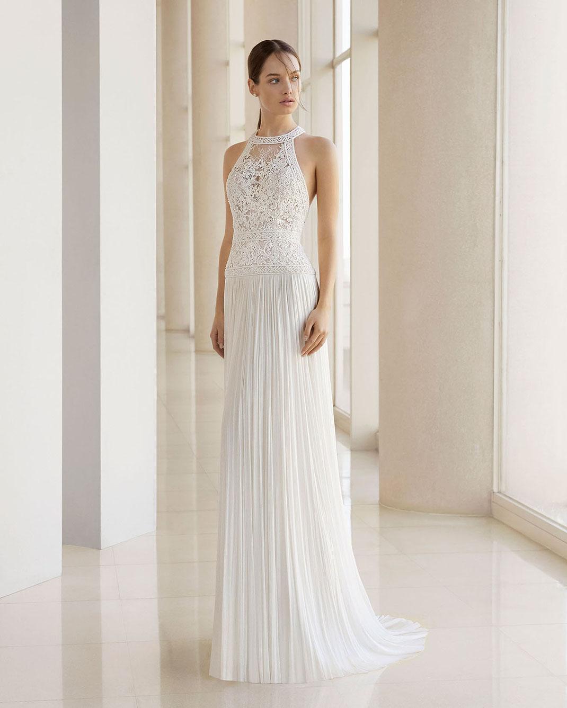 Brautkleid Rosa Clará. Etui-Brautkleid mit spektakulärem Oberteil aus zarter Chantilly-Spitze. Brautmoden Tegernsee. Tali Amoo.