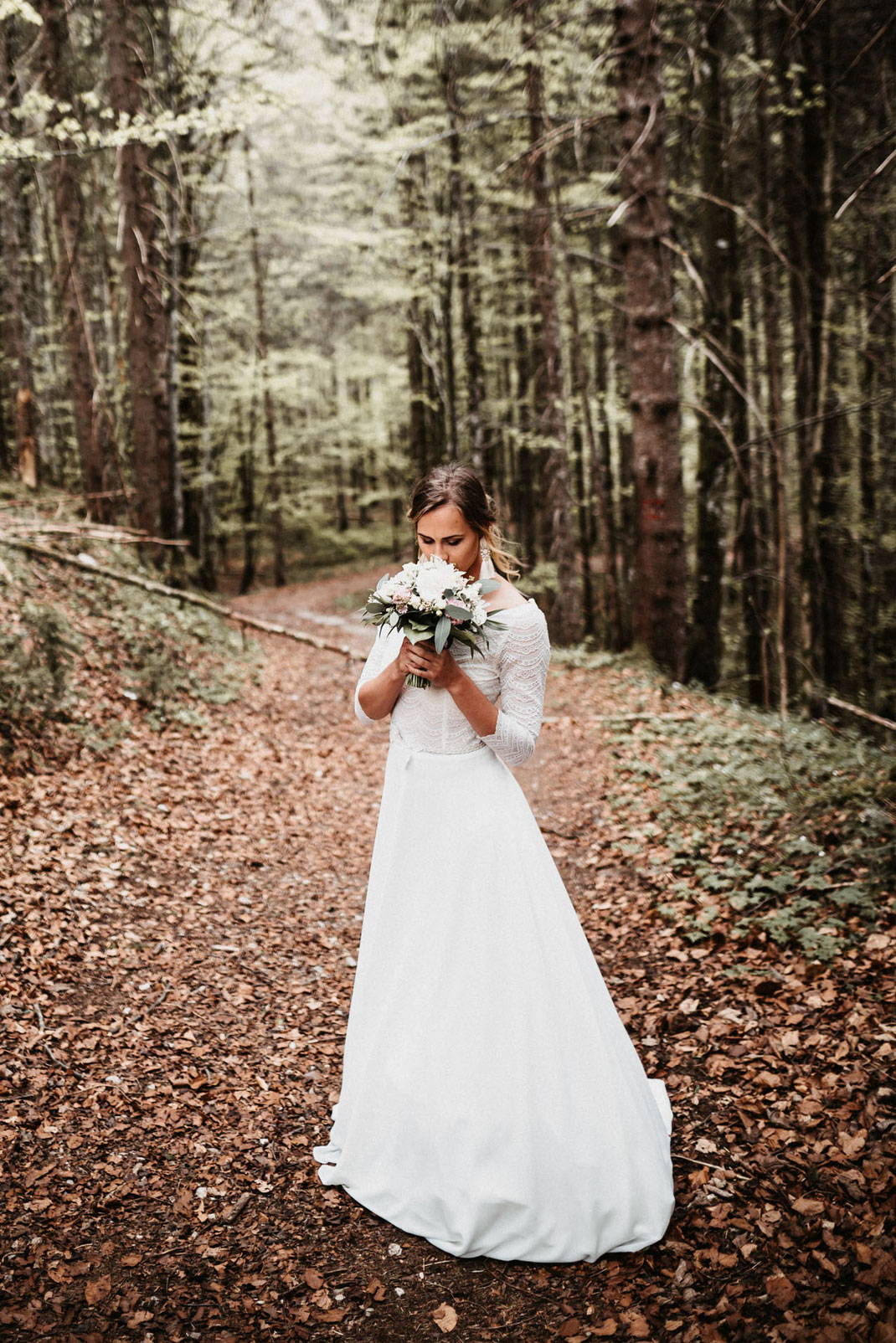 Brautkleid Whispers of love by Tali Amoo fotografiert von Anna Lohninger in Tegernsee.