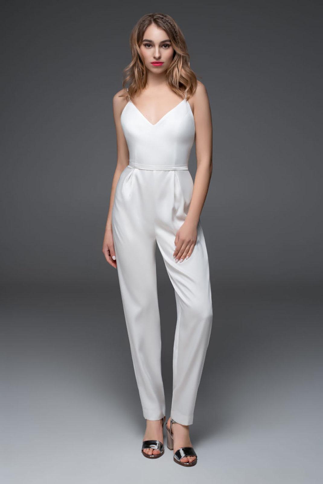 Edles Jumpsuit von Sadoni Bridal aus der Kollektion Brautkleider 2022