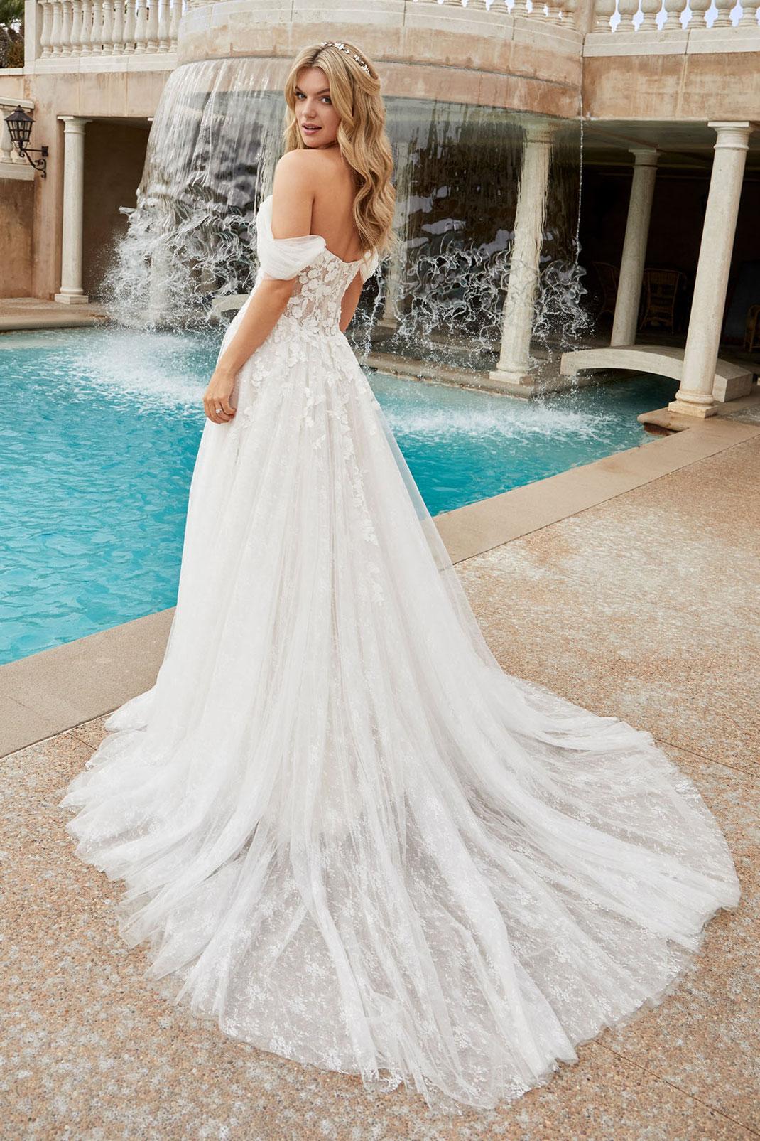 Brautkleid Style 2455 aus der Casablanca Bridal Kollektion 2022 erhältlich bei Brautmoden Tegernsee