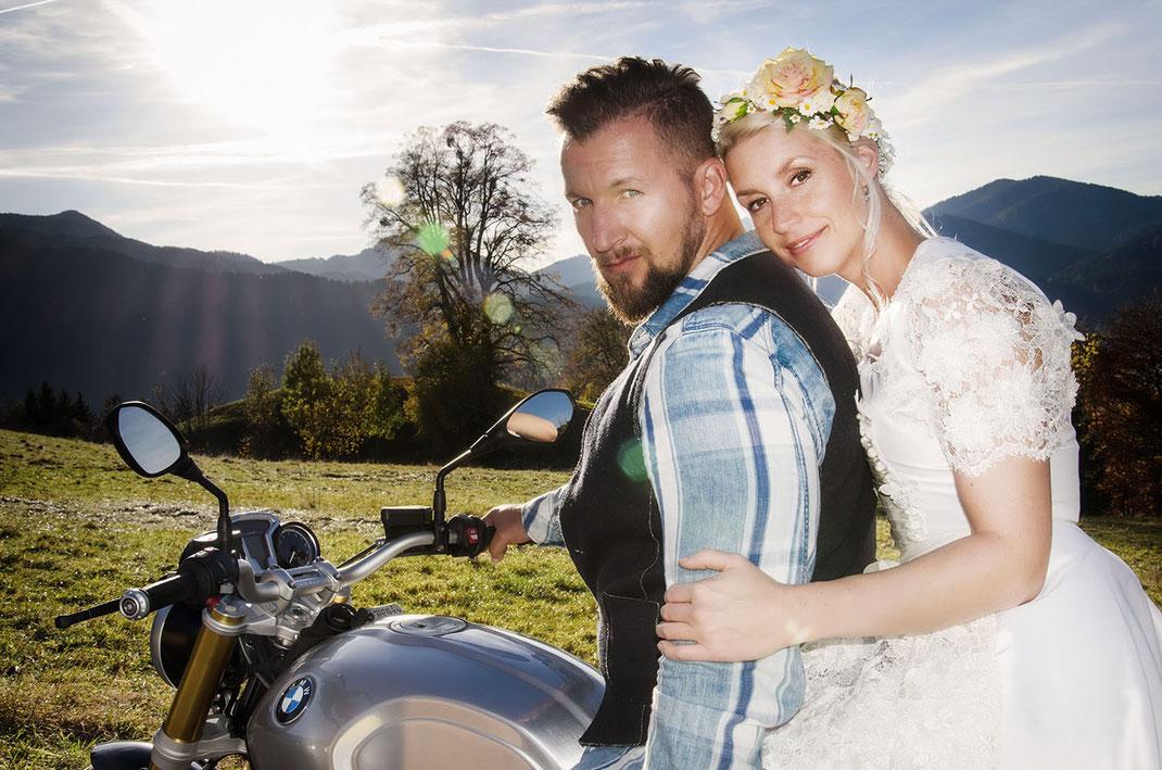 Hochzeitsdirndl von Dirndleria® by Tali Amoo perfekt für das Standesamt