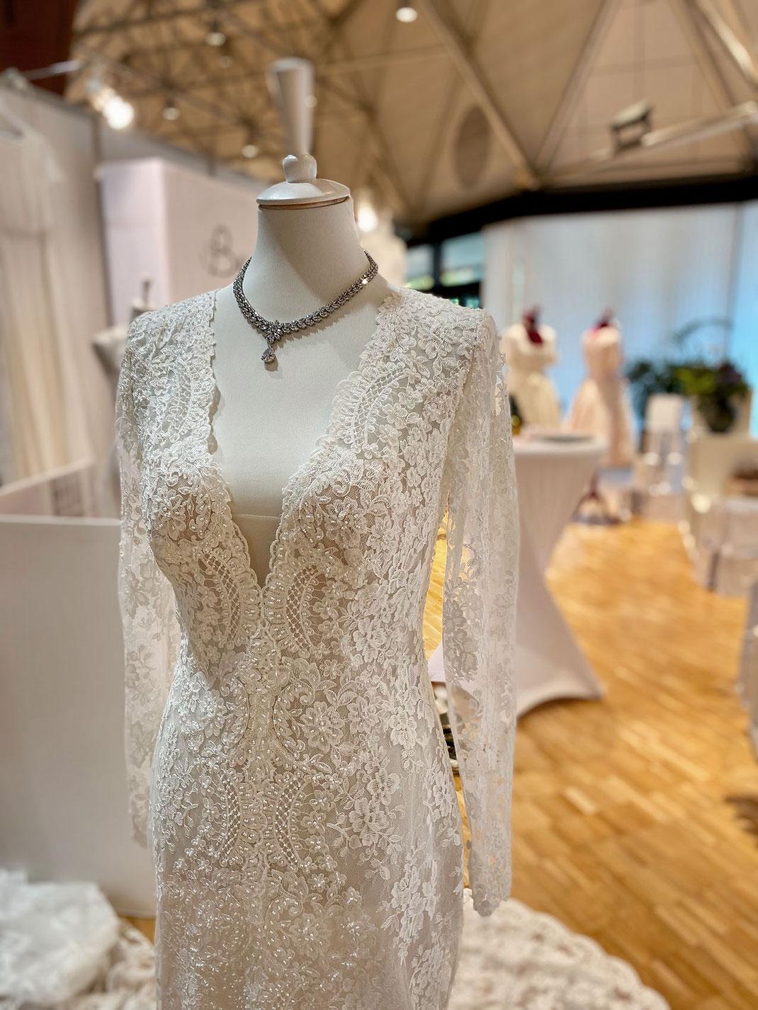 Brautmoden Tegernsee zeigt die neuesten Kollektionen an Brautkleidern und Blumenschmuck von vanBlütental auf der Hochzeitsmesse Rosenheim