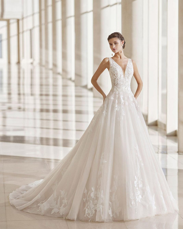 Brautkleid Nesit aus der Rosa Clará Kollektion 2022 erhältlich bei Brautmoden Tegernsee