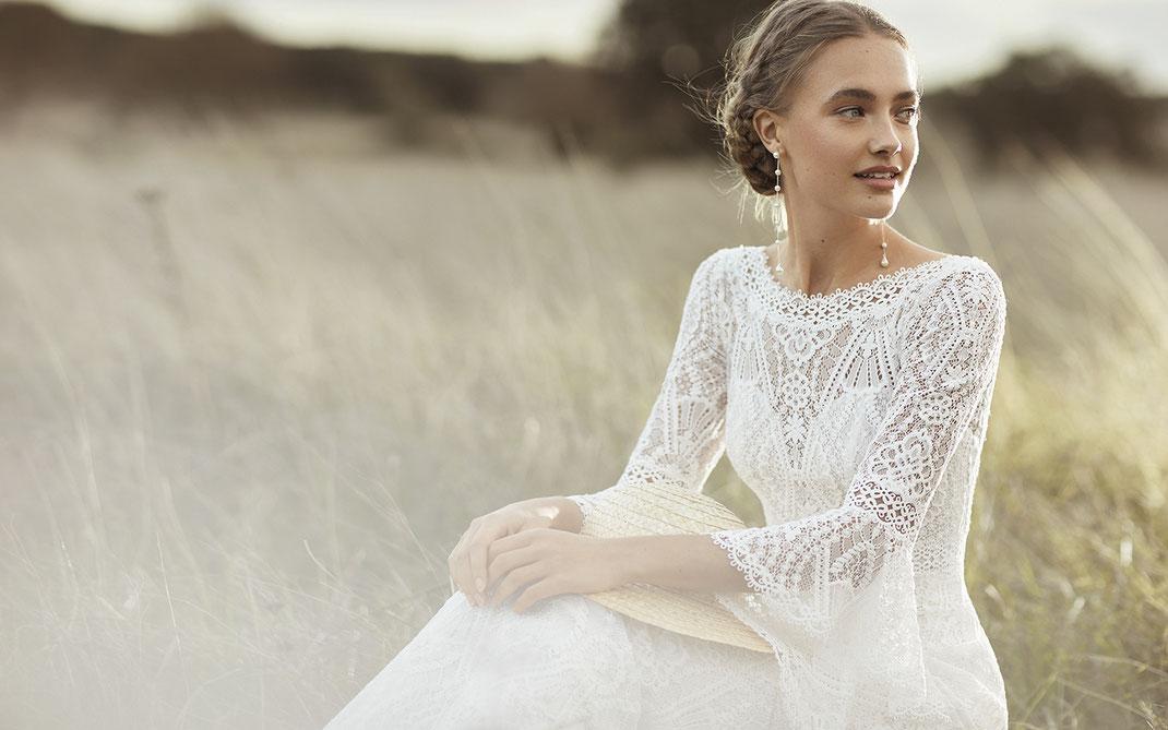 Brautkleider der Rosa Clará Boheme Kollektion 2022 erhältlich bei Brautmoden Tegernsee
