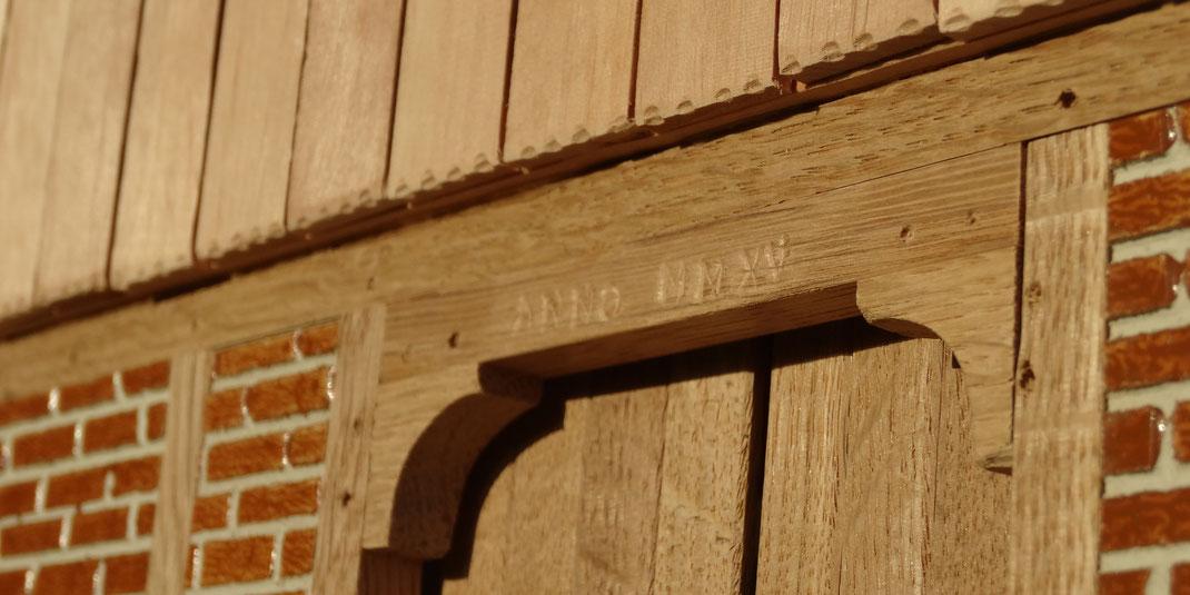 Pferdestall für z.B. Schleich - Fachwerk Tor mit Jahreszahl