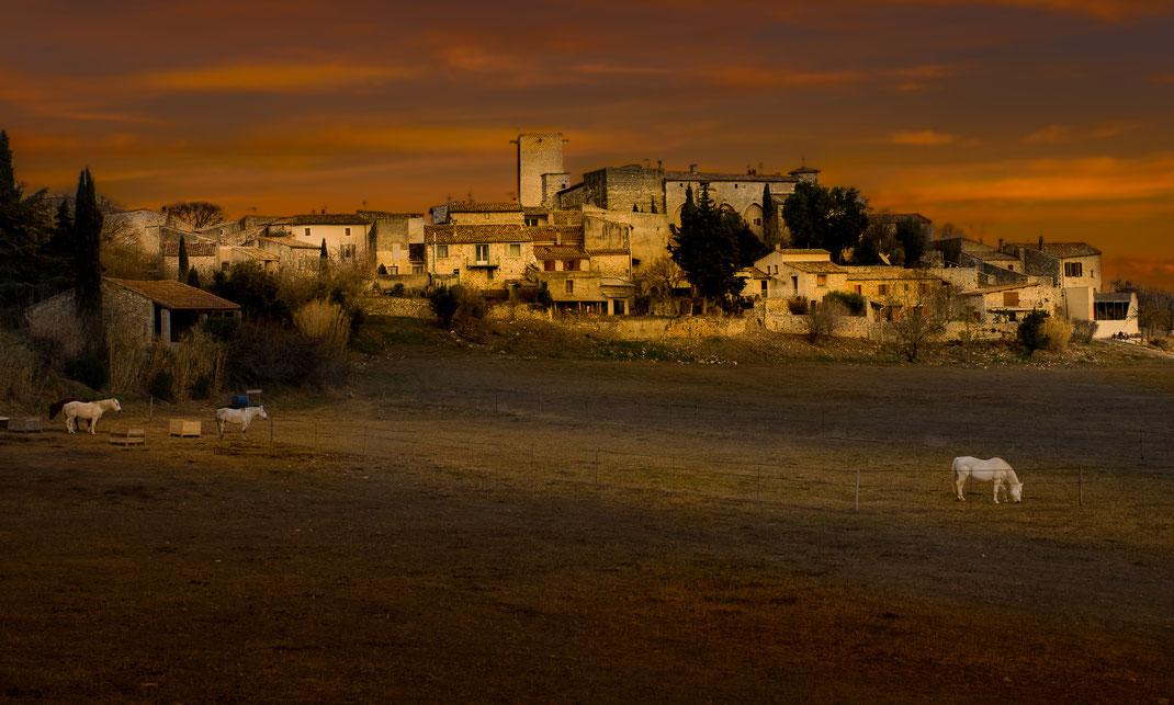 Le village de la Rouvière (dept 30) en décembre 2017 - dernier rayon de soleil