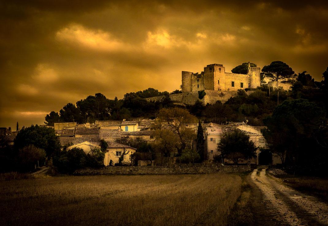 Le chateau de Boissières (dept 30) en janvier 2018 - fin de journée par temps orageux