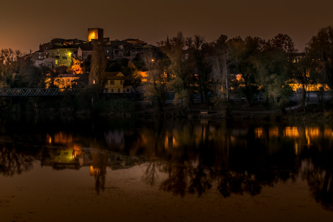 Village de Moussac (dept 30 entre Nîmes et Alès) à la nuit tombante
