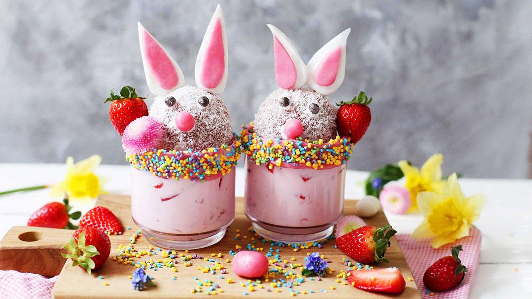 Richie's Bakery, Backen, Dekorieren, Osterhasen-Dessert, Ostern, Osterhase, Hase, Erdbeeren, Fondant, Glitzer, Cubies, Glitzer-Cubies