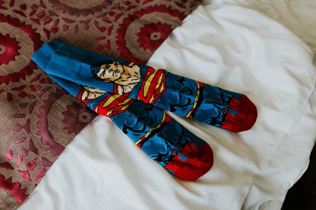 Superman-Socken für den Bräutigam