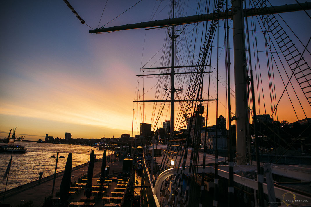 Foto Sonnenuntergang im Hamburger Hafen // Fotograf: Anne Hufnagl