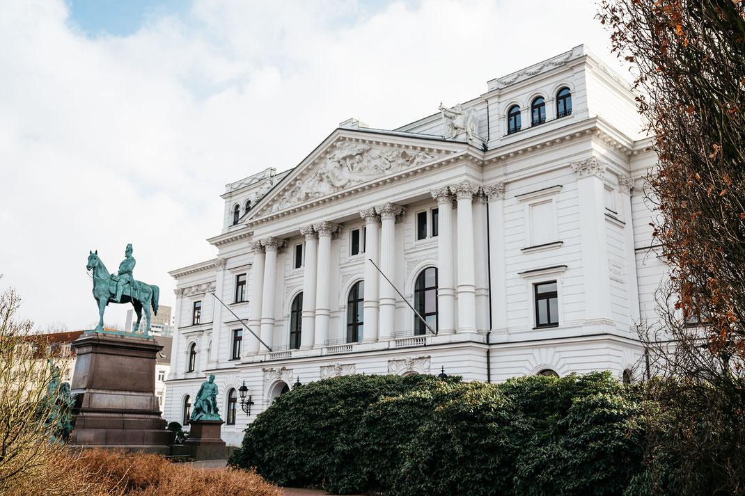 Standesamt Hamburg Rathaus Altona im März