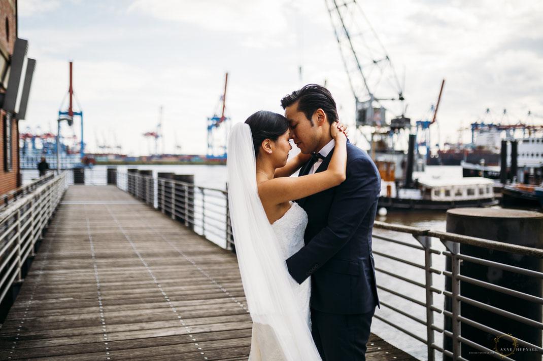 Brautpaar Fotos Övelgönne // Hochzeitsfotografin Anne Hufnagl aus Hamburg 77 Kontakt: anne@romanticshoots.de