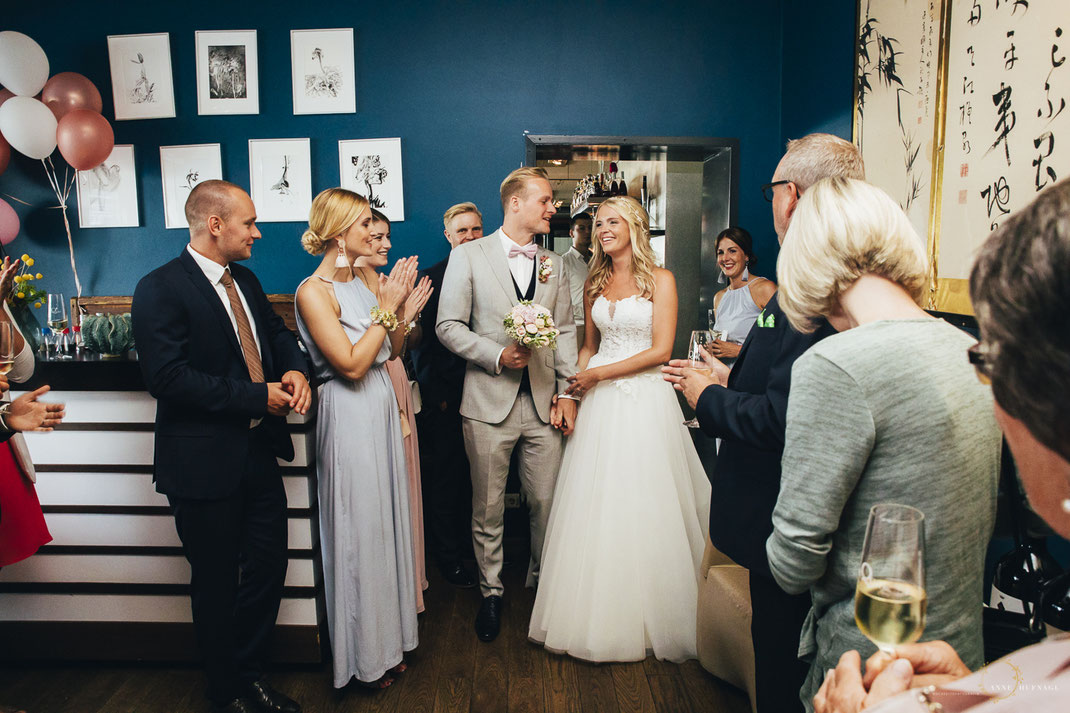 Hochzeitsfeier Au Quai Ankunft Brautpaar / Fotografin: Anne Hufnagl