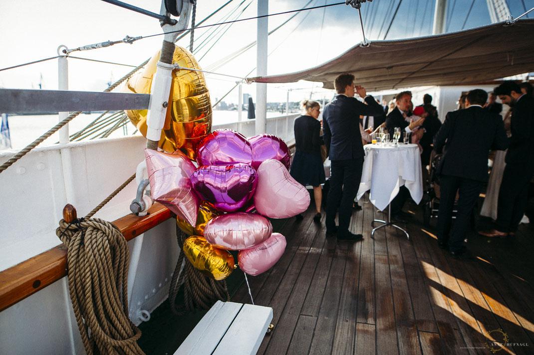 Hochzeitsfeier auf dem Museumsschiff Rickmer Rickmers im Hamburger Hafen