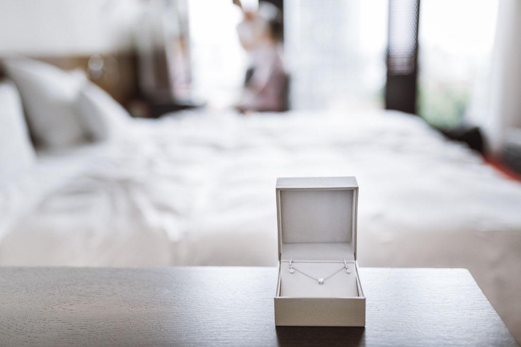 Brautschmuck | Getting Ready | Hochzeitsfoto von Anne Hufnagl | Hochzeitsreportage