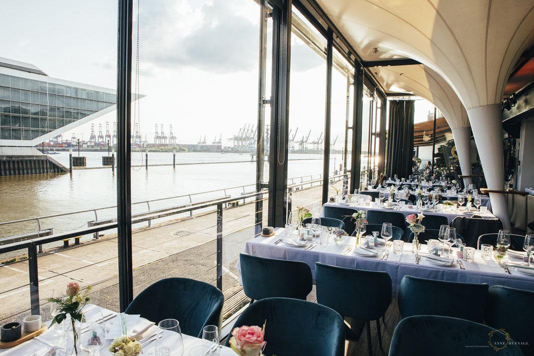Au Quai Restaurant Hamburg Location Hochzeitsfeier / Foto: Anne Hufnagl