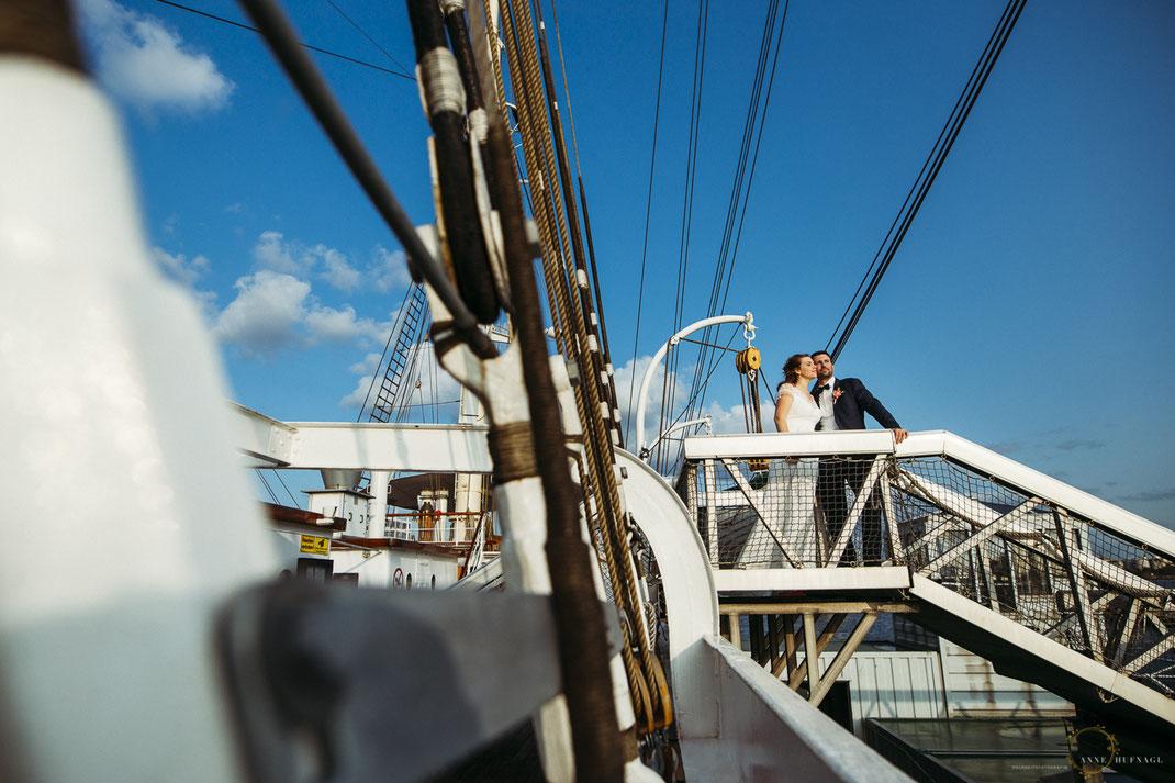 Hochzeitspaar-Fotos Rickmer Rickmers // Fotografin: Anne Hufnagl // Kontakt: www.romanticshoots.de