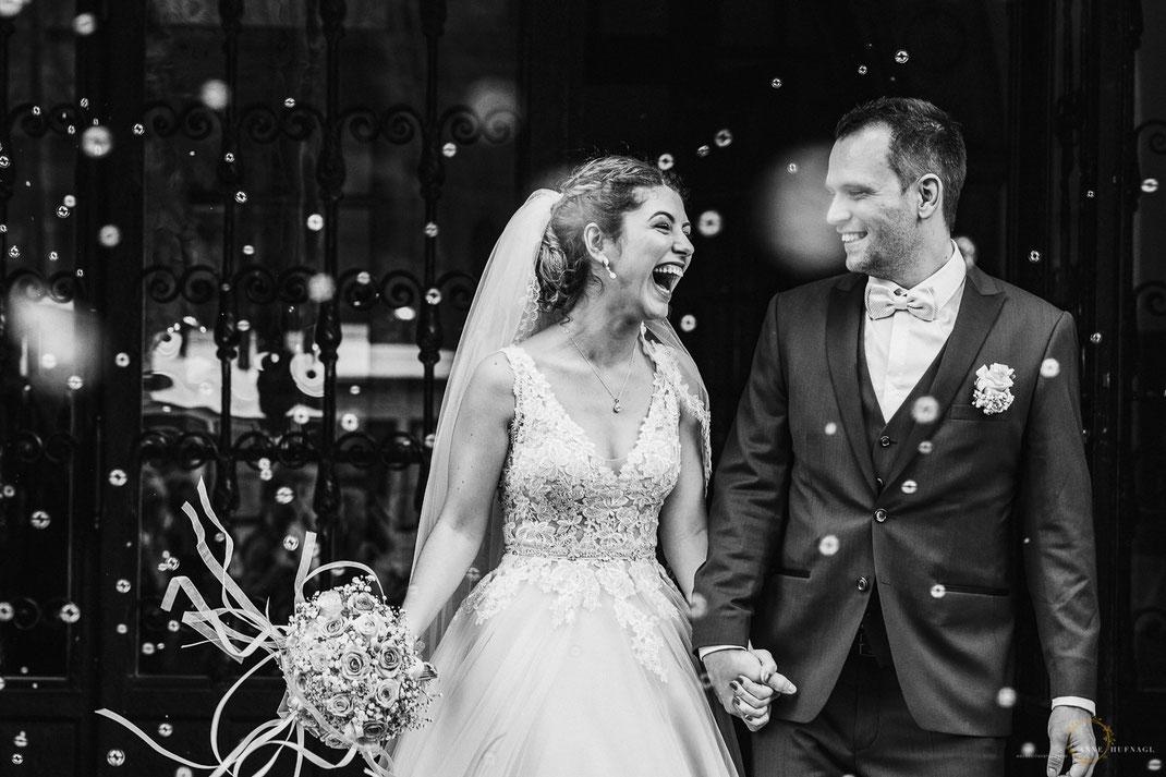 Tolle Hochzeitsfotos vorm Rathaus in Bremen