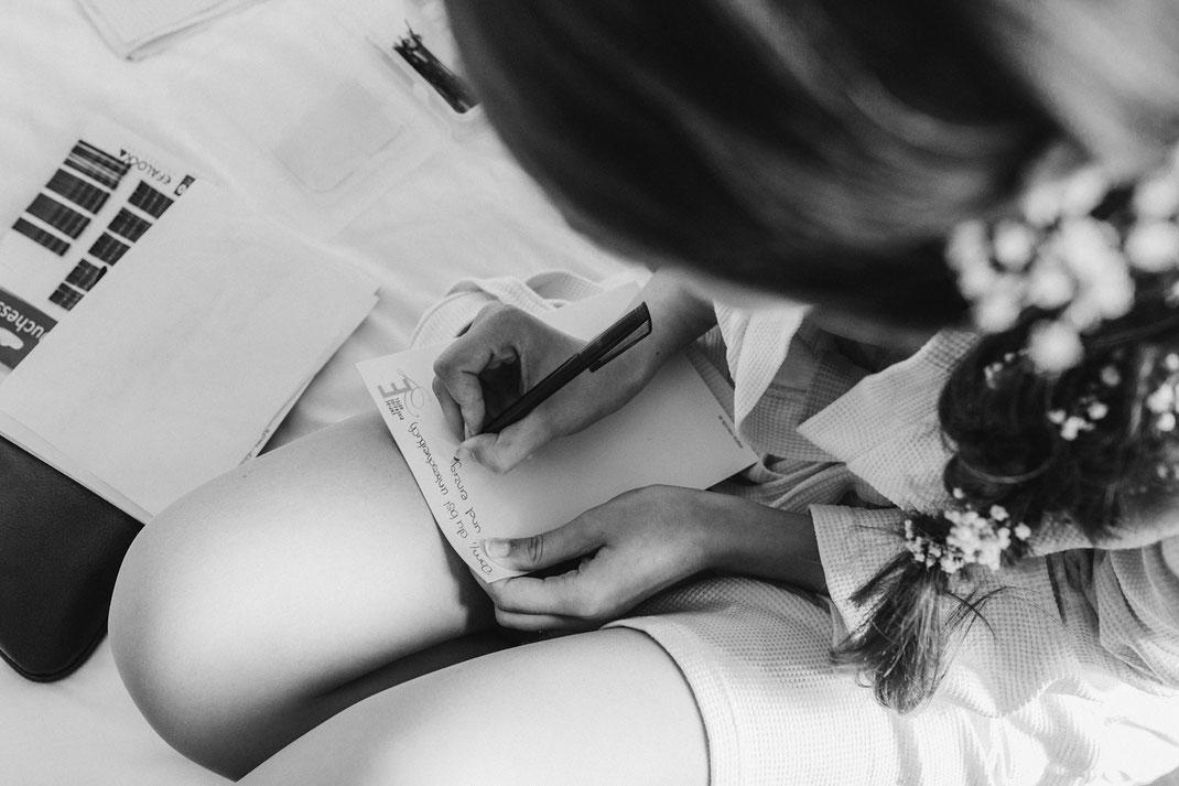 Das Ehegelübde vom Handy noch einmal auf Papier bringen